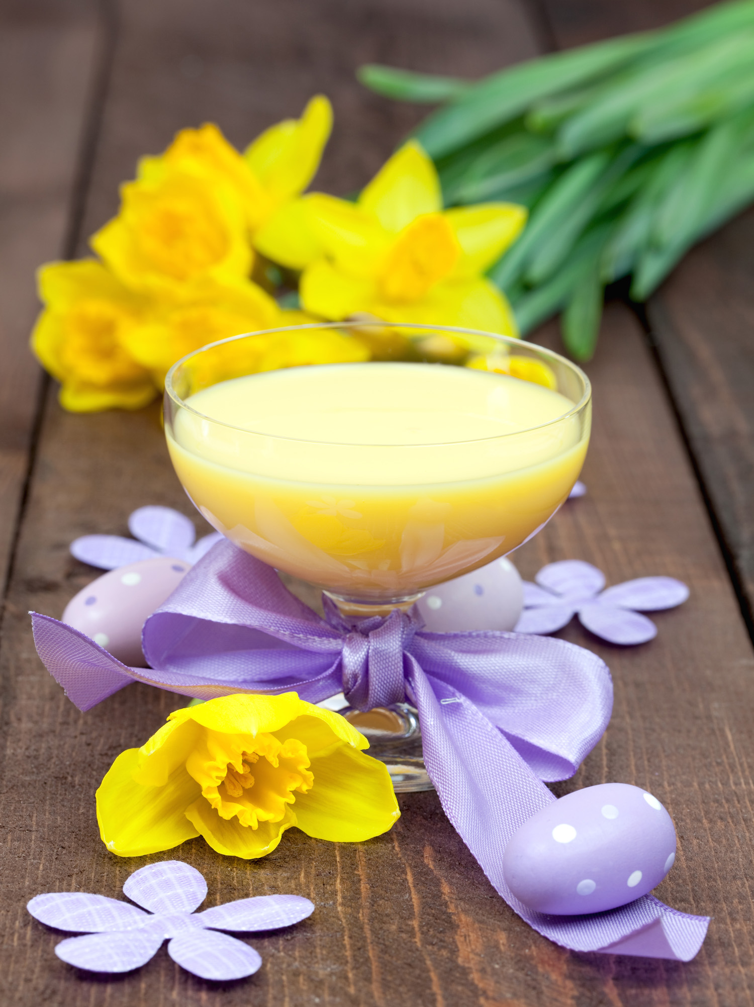 yellow-cocktail-with-lavendar-bow