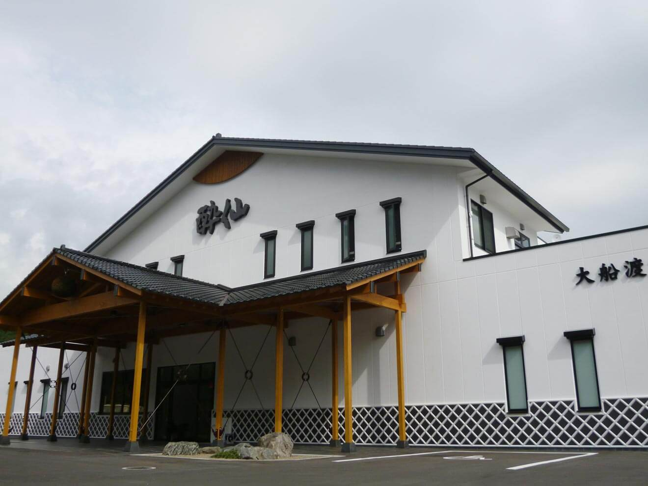 Suisen Shuzo building front entrance