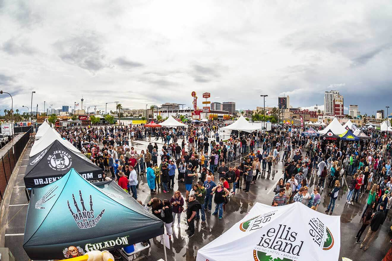 motley-brews-2016-huge-crowd-vendors