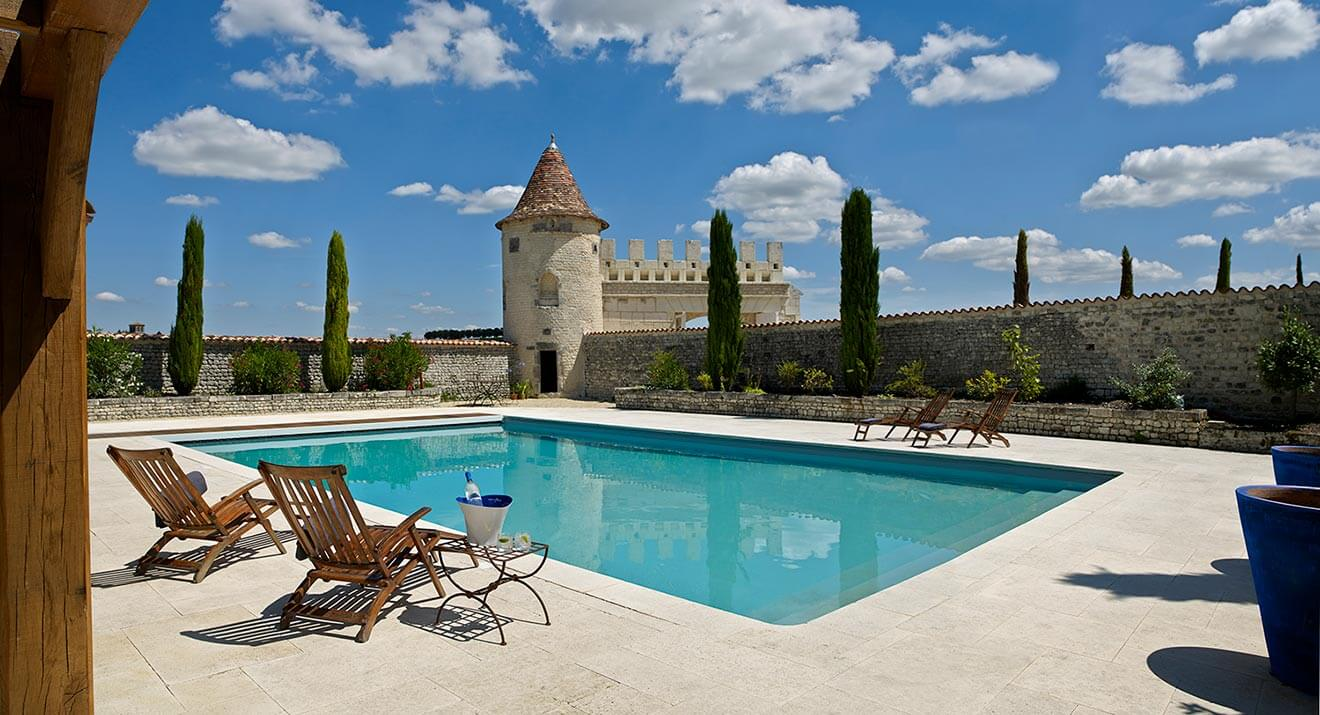 Le-Logis-The-Home-of-GREY-GOOSE,-Pool