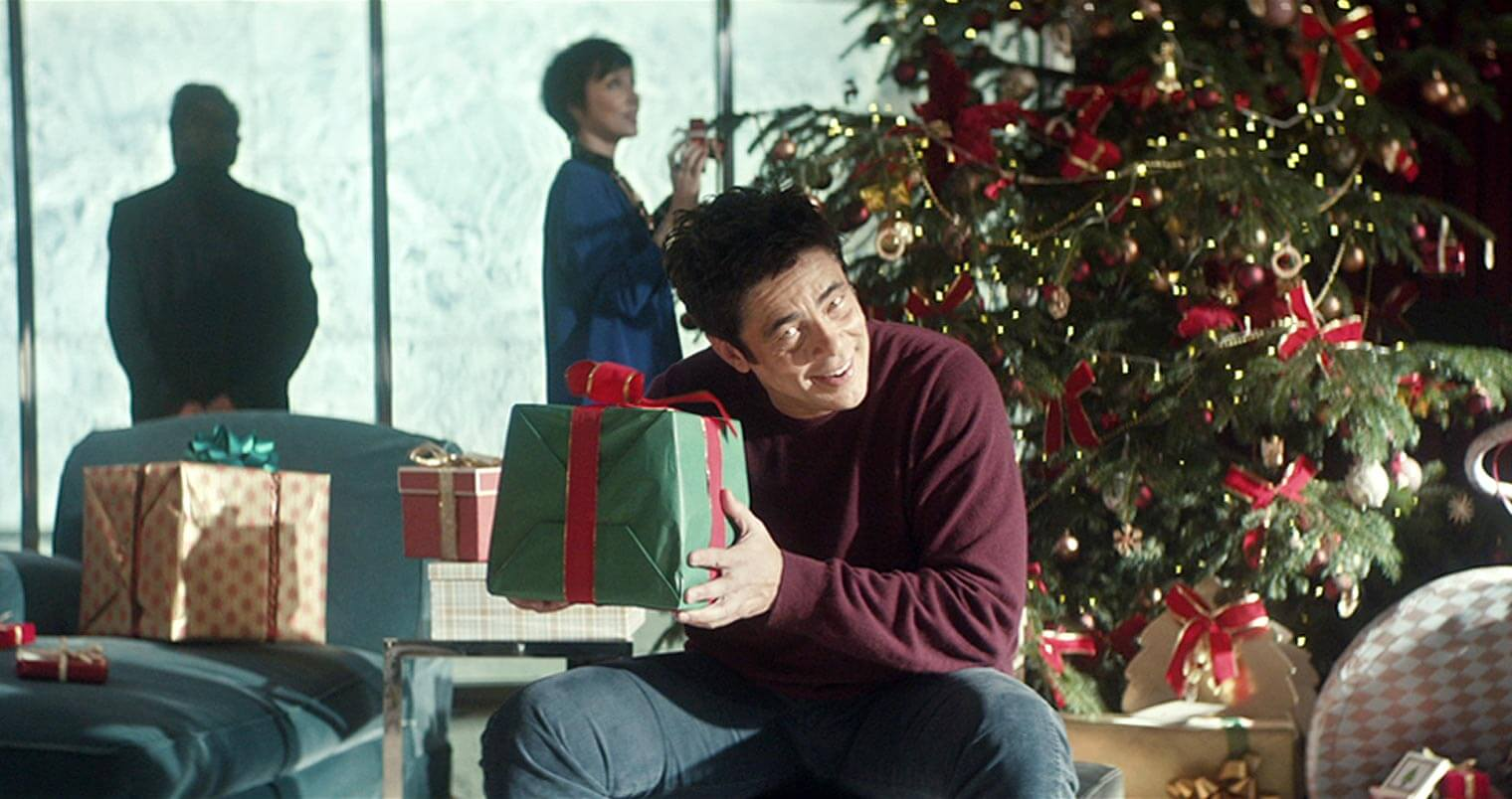 Whos In The New Heineken Christmas Commercial 2020 New Heineken Holiday Commercial Stars Benicio Del Toro   Chilled