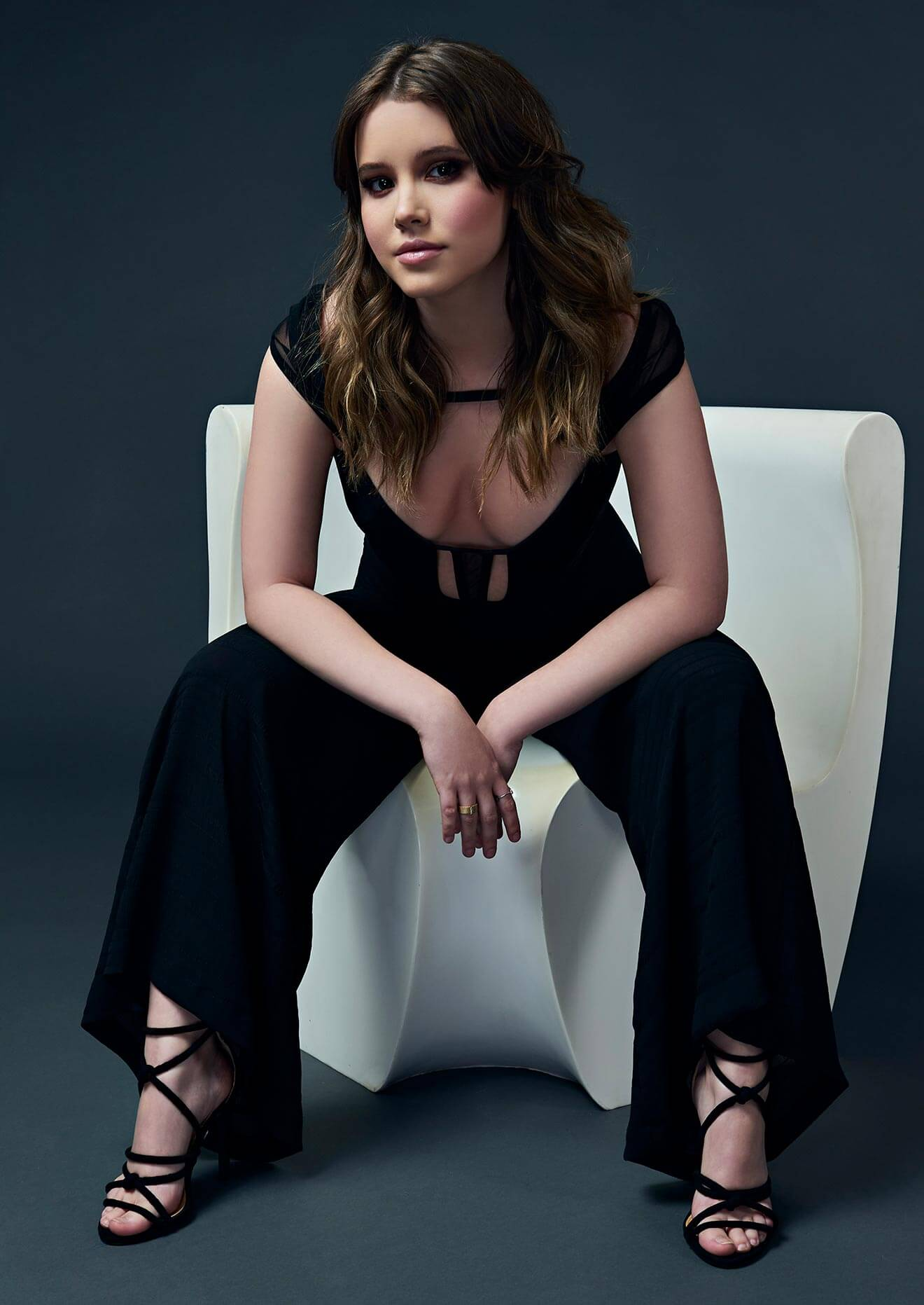 Chillin' with Taylor Spreitler, chair pose