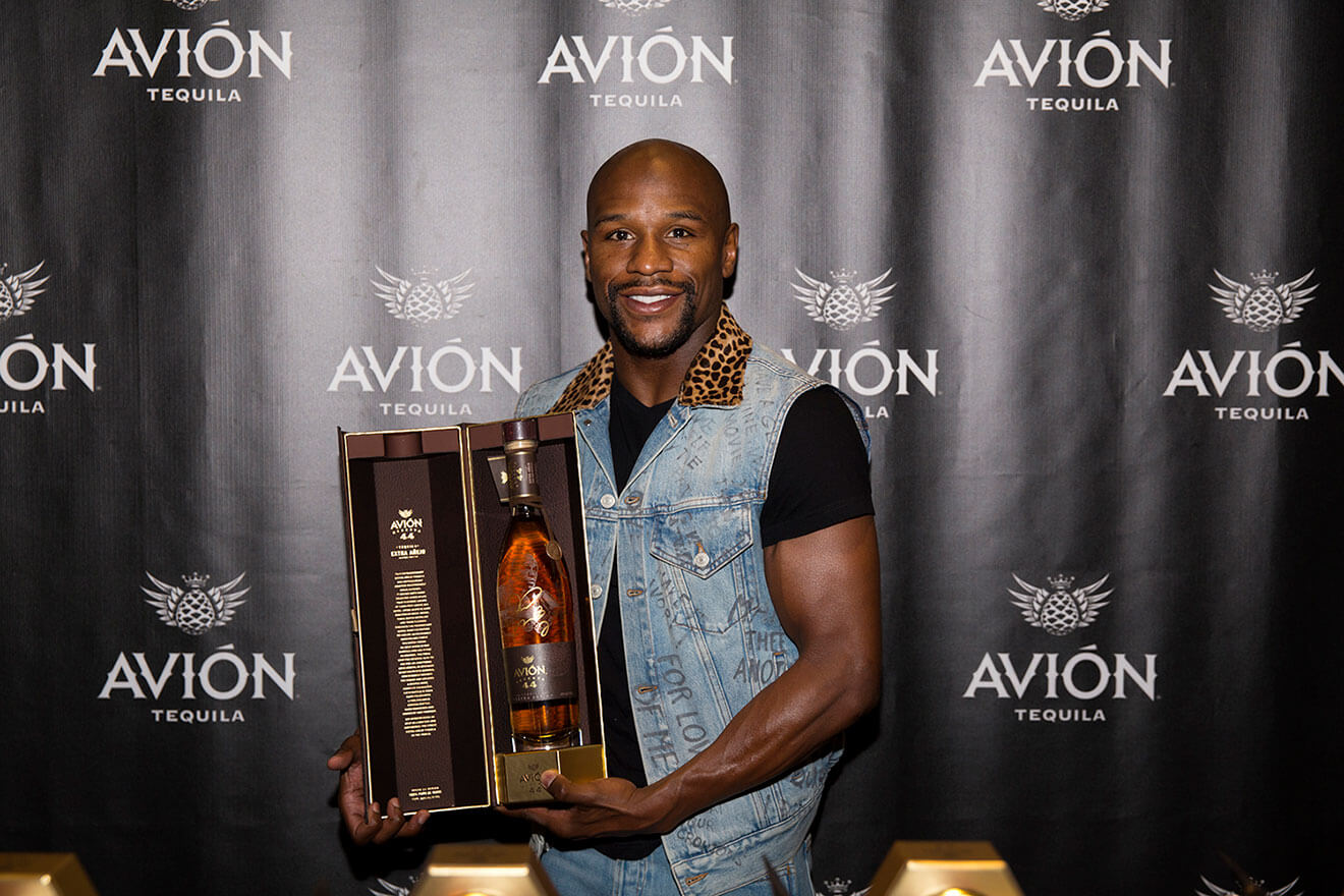 Floyd Mayweather Jr. Joins Tequila Avión to Sign Commemorative Bottles of Avion Reserva 44 Extra Añejo