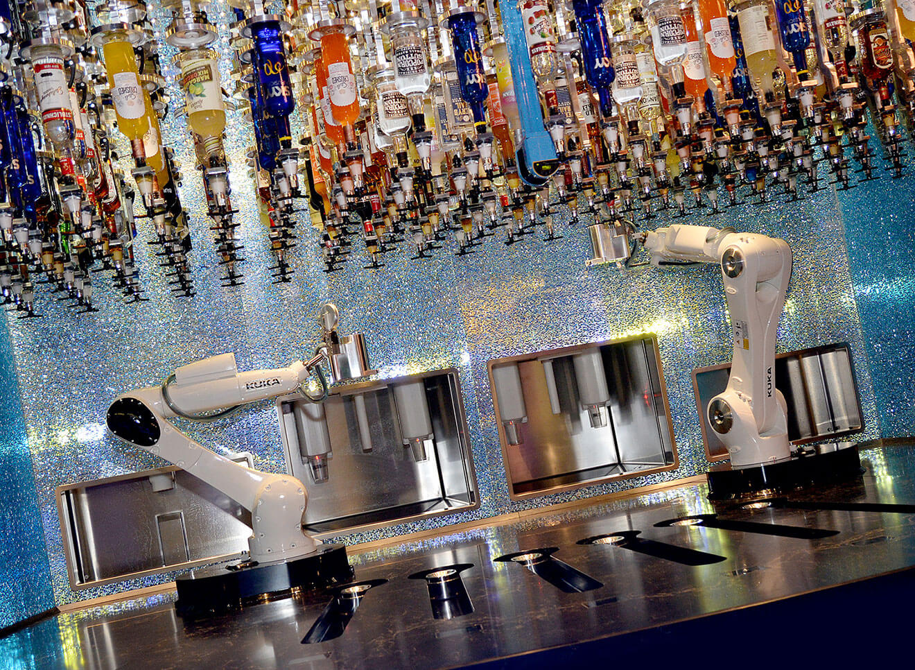 tipsy robot bar, las vegas' first robotic bar