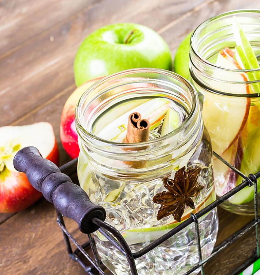 Apple Vesper, mason jars, green apples
