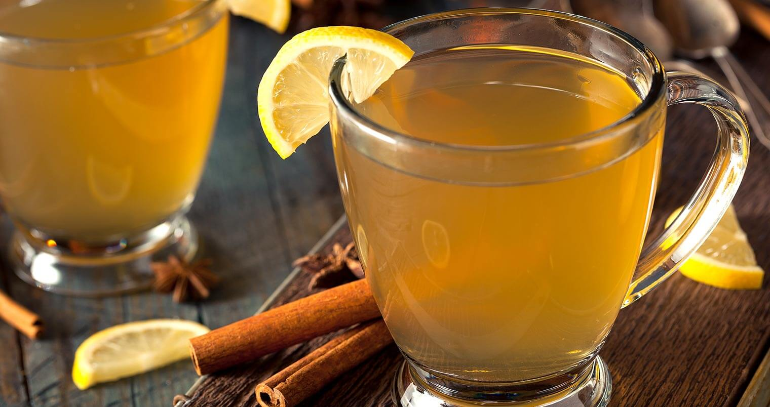 BACARDĺ Rum Hot Toddy, cocktails with cinnamon stick garnish and lemon, featured image