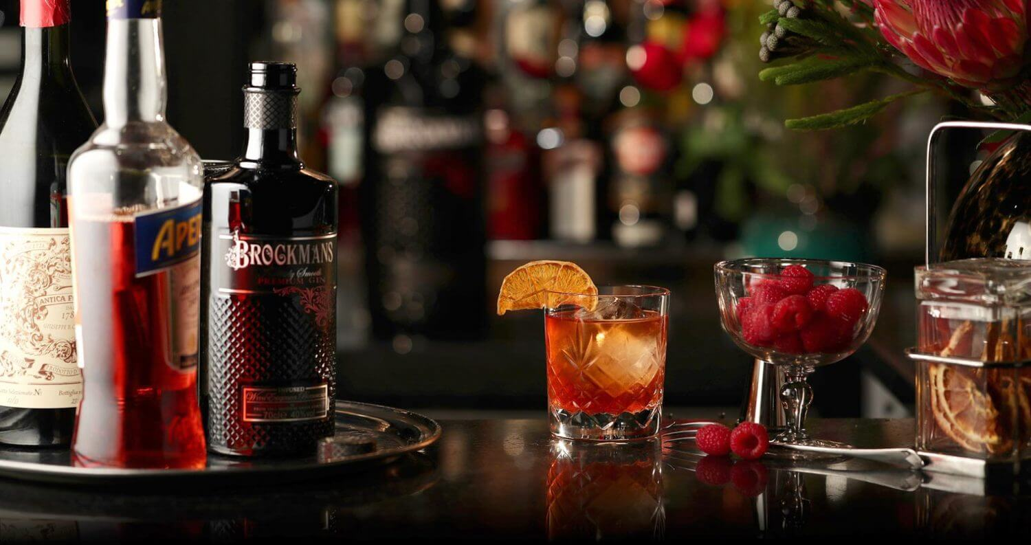 Summer Negroni, bottles, cocktail and garnishes, featured image