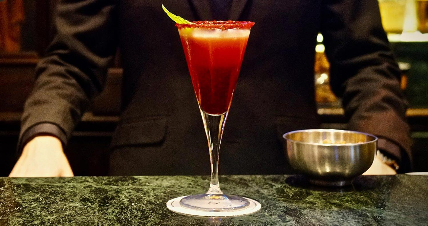 The Shaken Stiletto cocktail, featured image