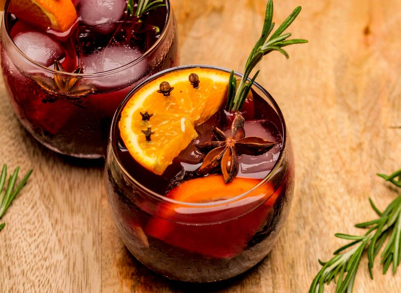 Winter Spice Sangria, cocktail with garnish
