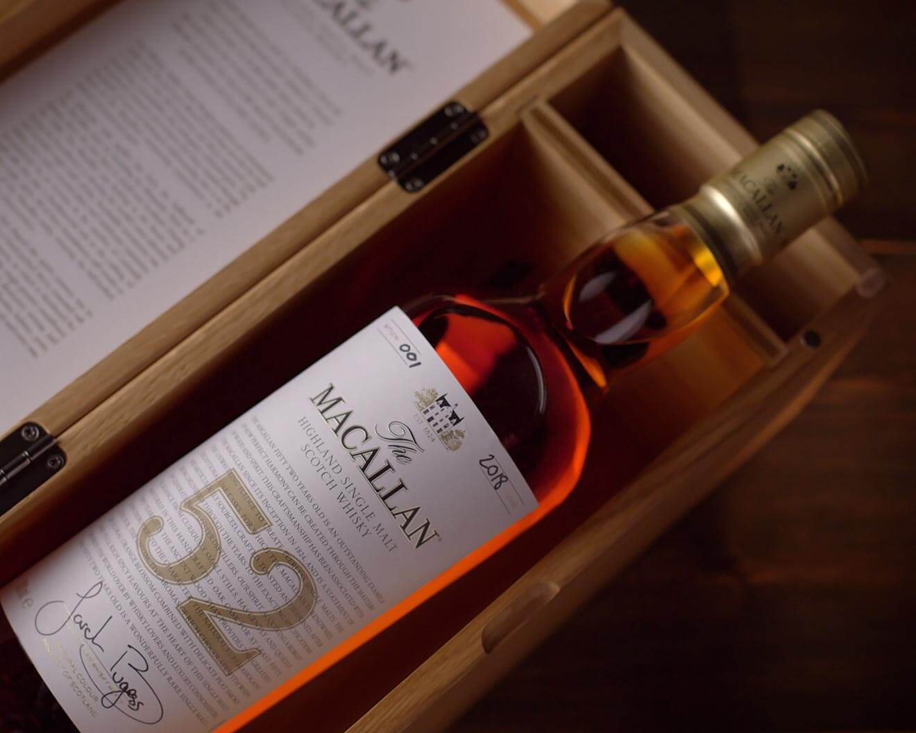 The Macallan 52 years old 2018, bottle and package