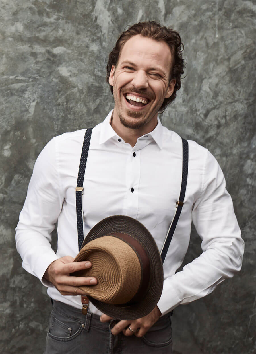 Chillin' with Falk Hentschel, smiling dapper with top hat
