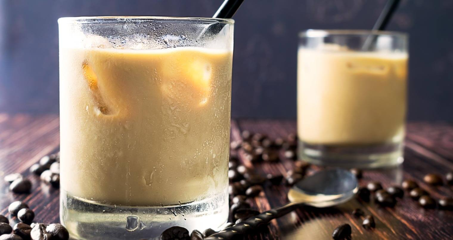 White Russian, cocktail and coffee beans, featured image