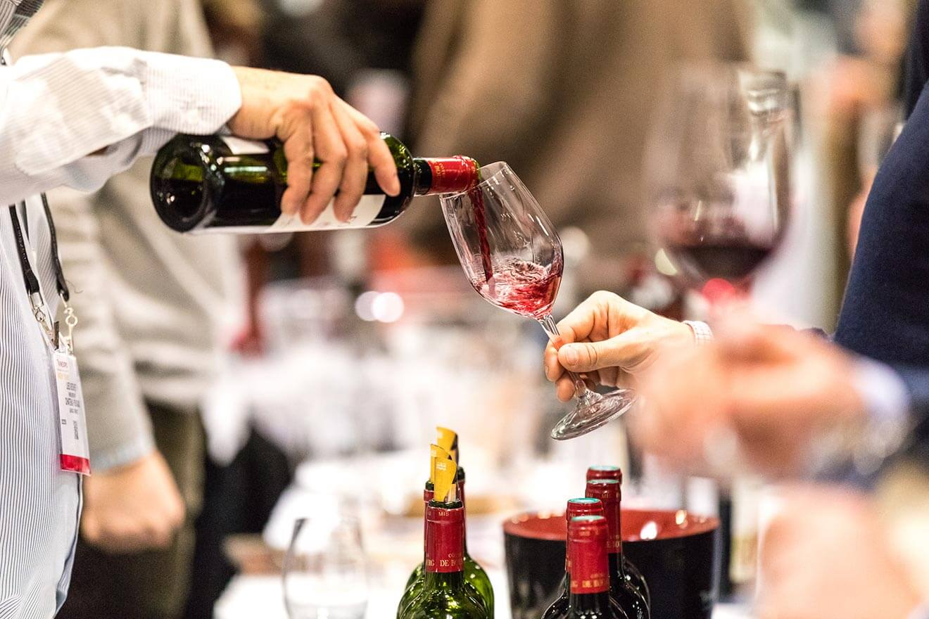 Wine-Tasting-Pouring-Vinexpo-NY-2019