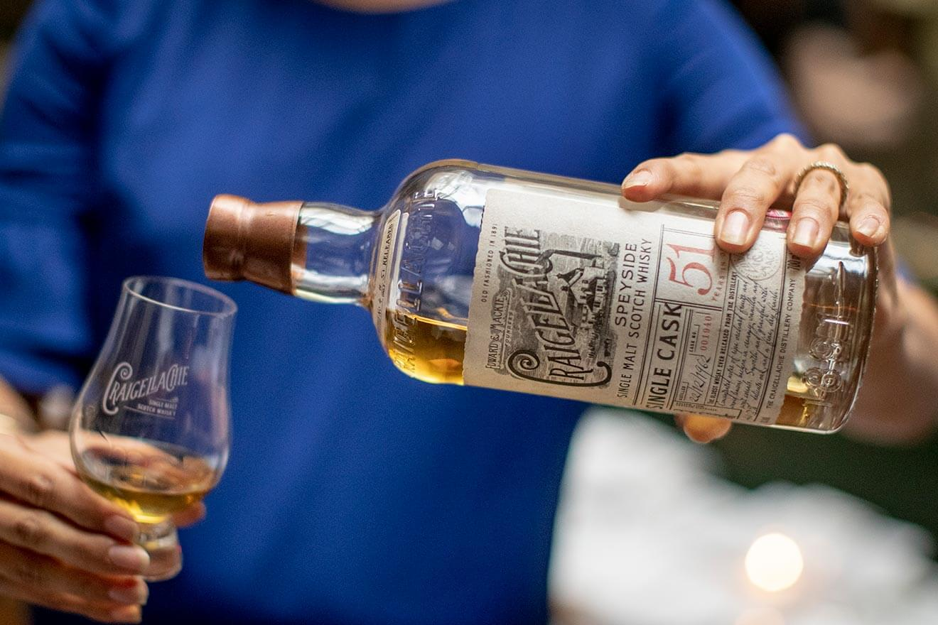 Craigellachie Whisky 51 Year, pouring