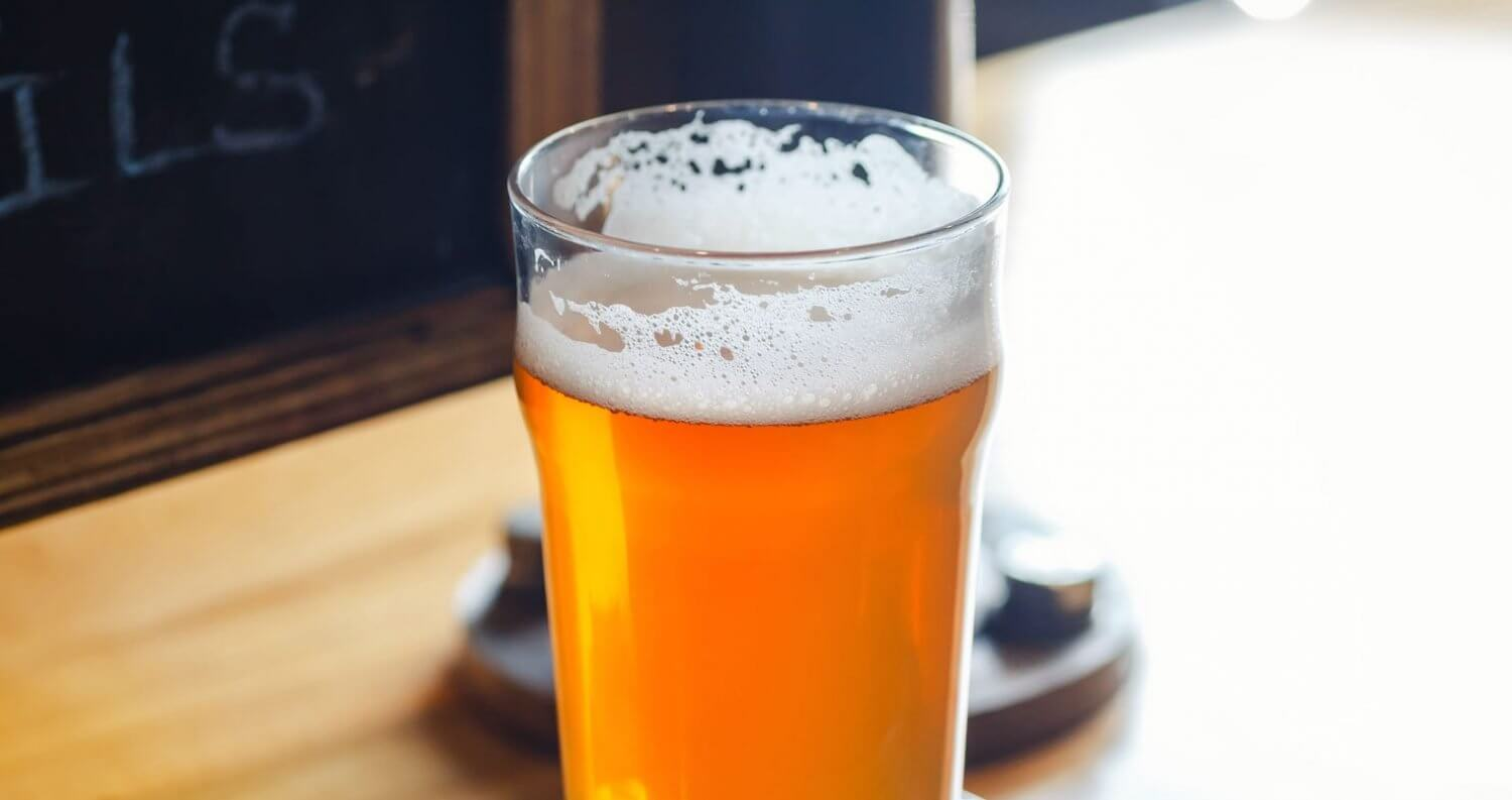 The Difference Between Pale Ale and IPA, craft beer pint, featured image