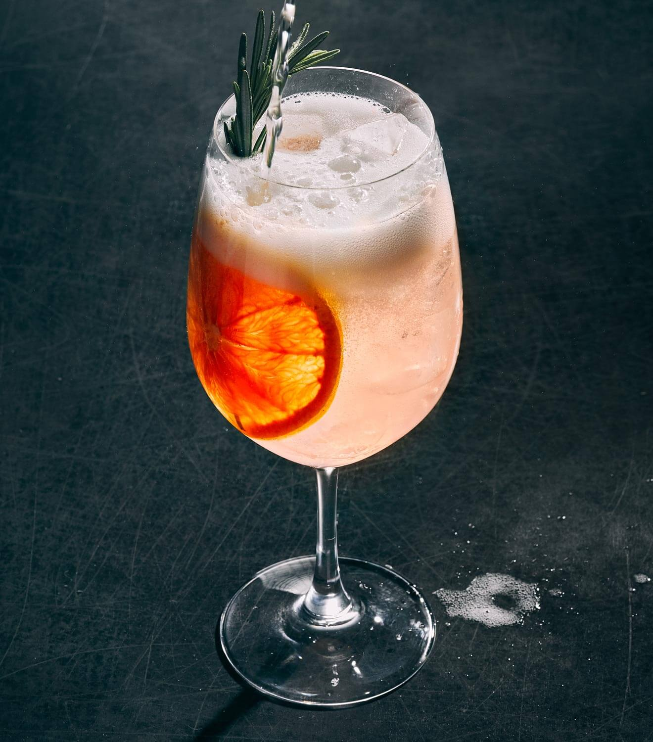 Pampelmousse Spritz cocktail with garnish