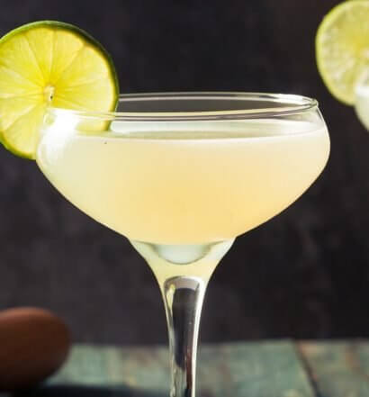 Classic Daiquiri cocktails with lime wheel garnish, featured image
