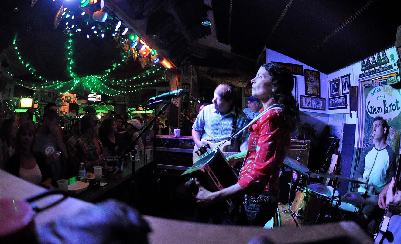 The Green Parrot, band playing