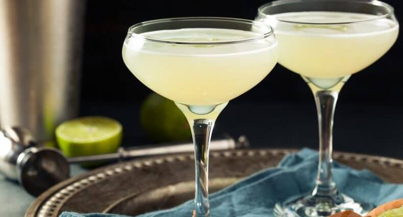 gin gimlet cocktails, featured image