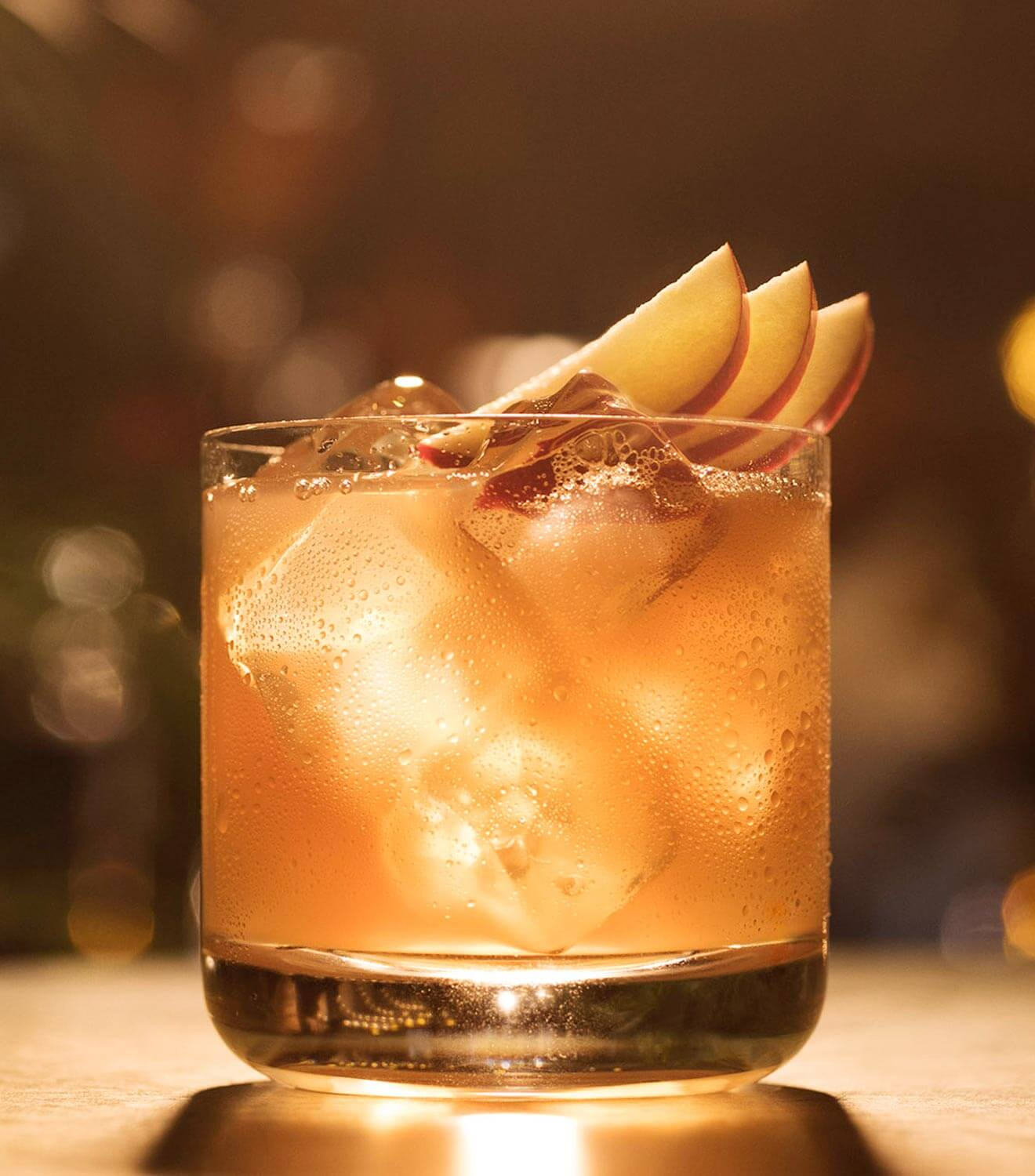 BACARDÍ Treacle cocktail with apple garnish and fall spices