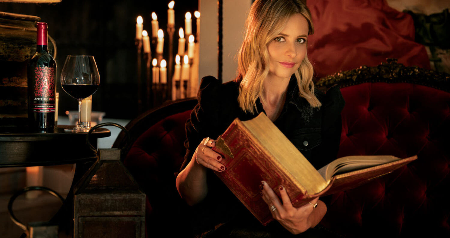 Sarah Michelle Gellar Reading feat, featured image